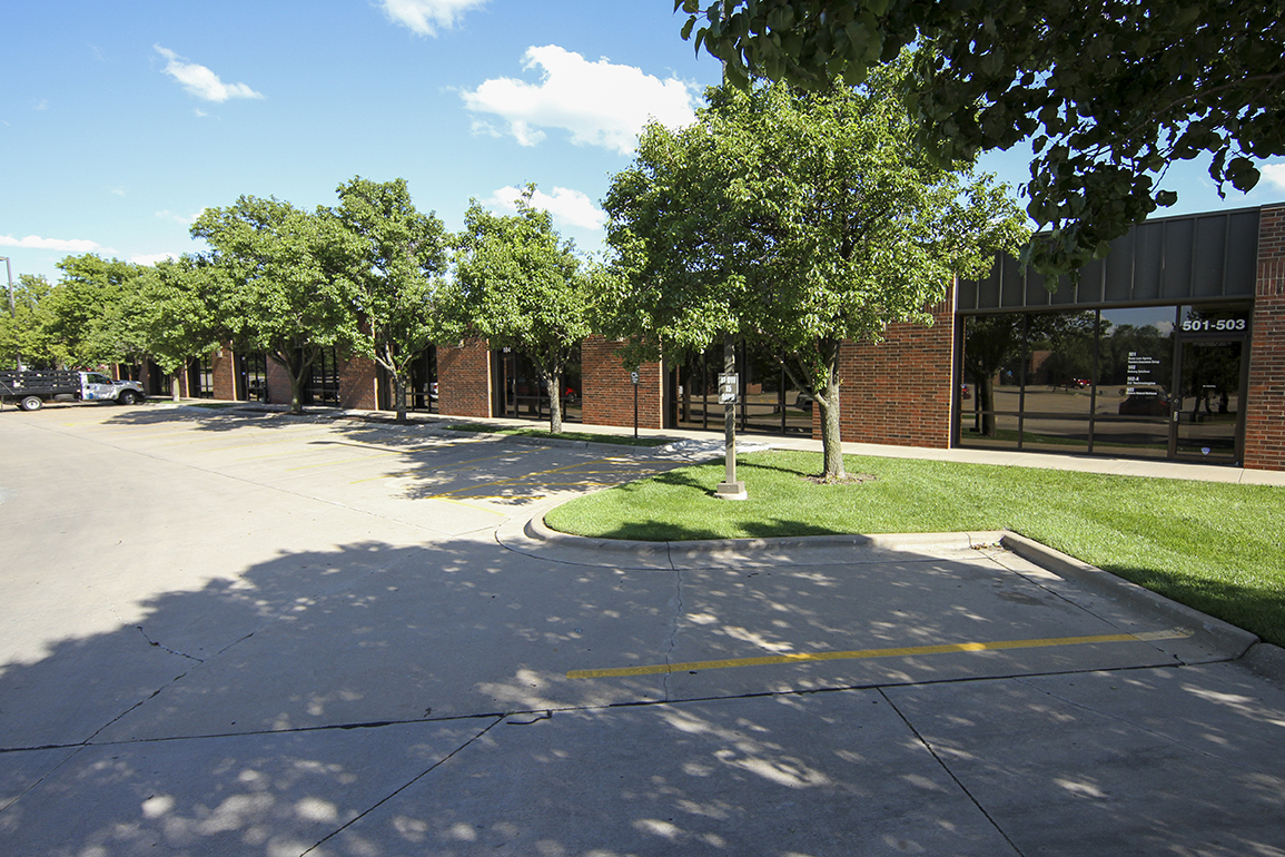 Anderson Management office/warehouse/service space available for rent in Wichita, KS
